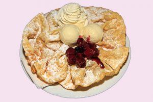 Urrädle mit Vanilleeis und Sahne